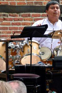 Jorge macht Rhythmus
